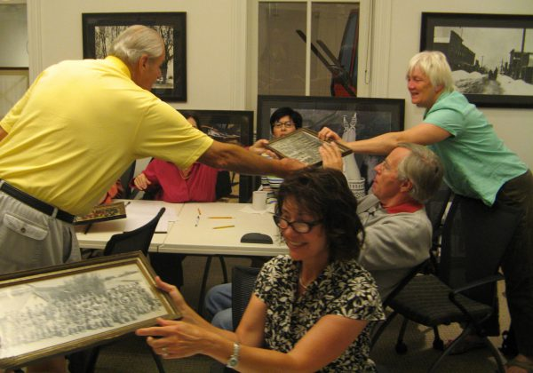 Retired miner Rich Martinez shares photos and stories with docents.